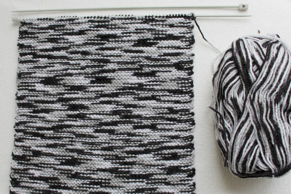 Knitting with a black grey white yarn