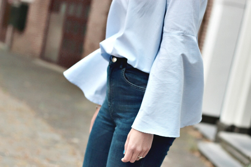 flared sleeves